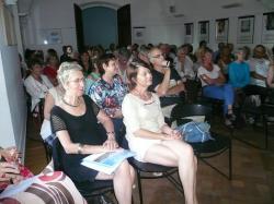La salle attentive